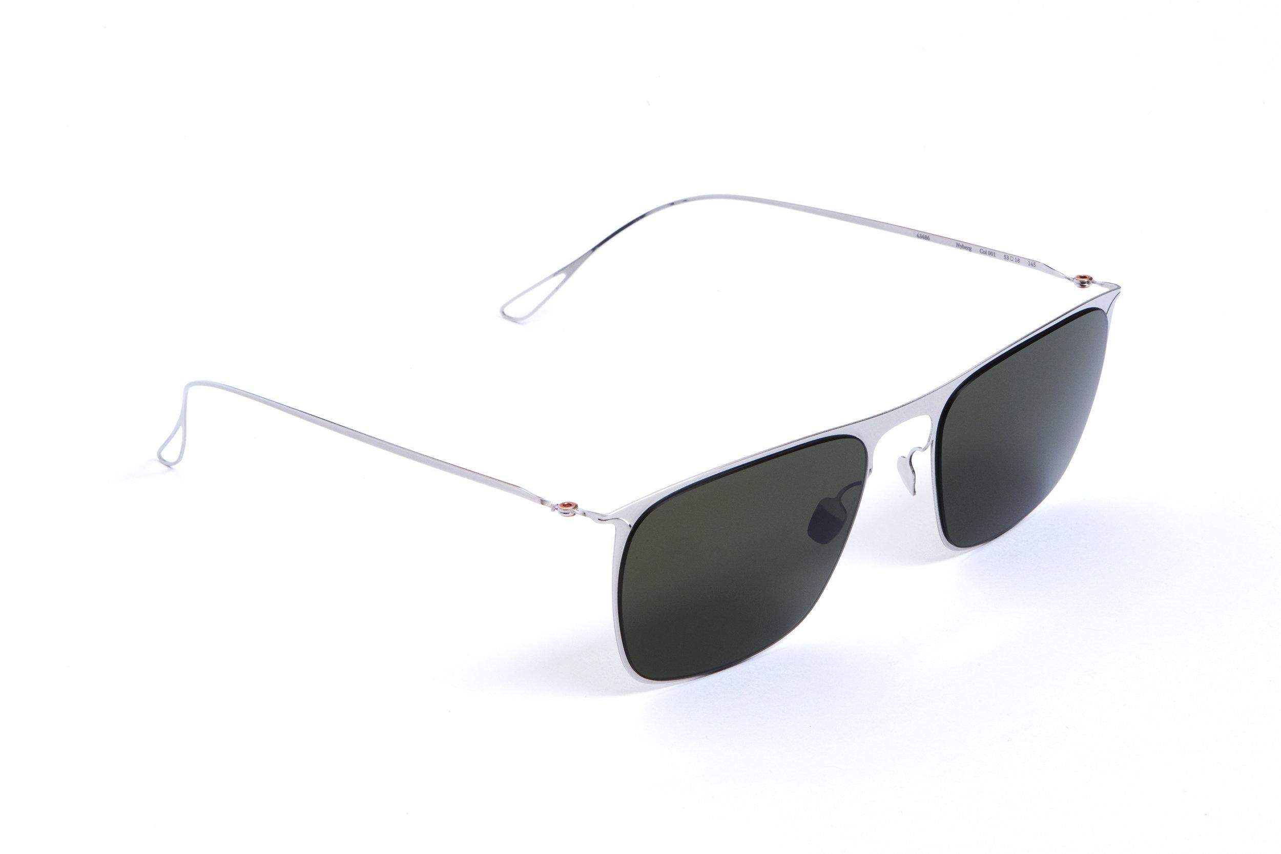 haffmans_neumeister_nyberg_silver_g15_ultralight_sunglasses_angle_102466.jpg