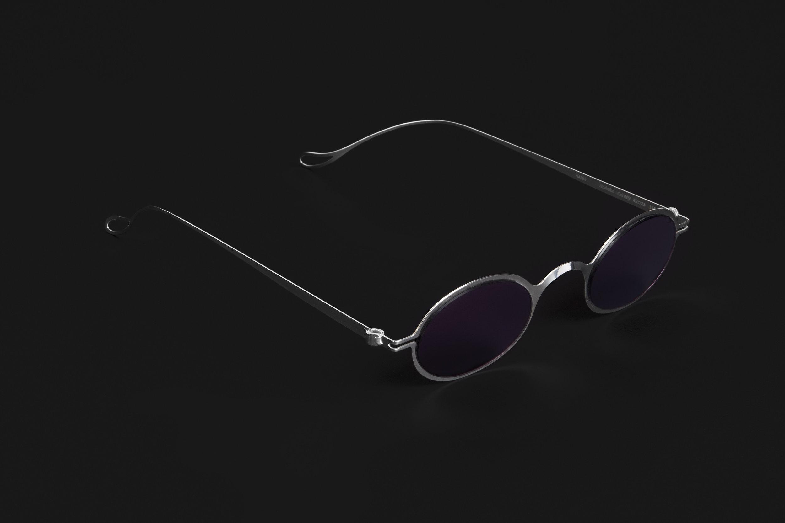 haffmans_neumeister_absinthe_argentum_potassium_violet_phasmid_sunglasses_angle_102220.jpg