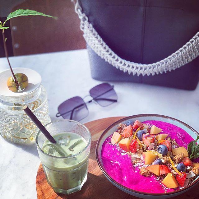 Easy Breezy Morning with the #essentials...Pink Pitaya Smoothie Bowl & that #icedmatchalatte  @roootin_food . . . . #pitaya #smoothiebowl #avocadoplant #matcha #granola #oatmilk #vegan #cafe #familyrun #amsterdamoost #bag #alexanderwang #fashion #interiordesign #cafeinterior #organic #amsterdam #food #smoothies #sunglasses #pinkfood #homebaked #fresh #clean #healthy #breakfast #lunch #brunch