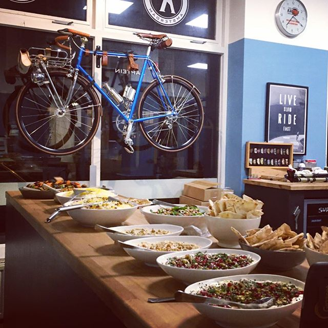 Even though we are officially still on a break 😇😴 We prepped some @roootin_food goodies for @velomedia 's #gathering last night ending their #cyclingseason 🚴🏽♂️🚴🏼♀️ #allforthesportypeople . . . . #catering #middleeasternfood #persianfood #food #mezze #mezzeplatter #cold #warm #cyclist #cycling #privateevent #homemade #momscooking #goodfood #healthy #clean #organic #wielrennen #racefiets #racing #kapteintweewielers #velomedia #sportief #fietsers