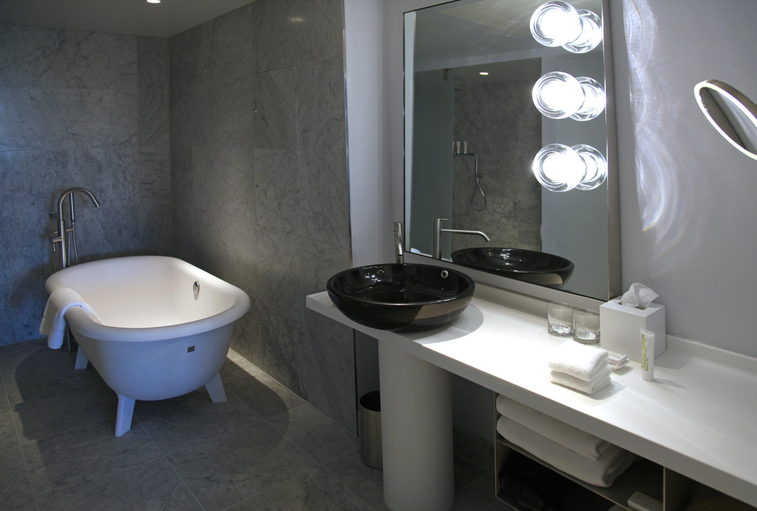 Suite bathroom 2014-11-12 090.jpg