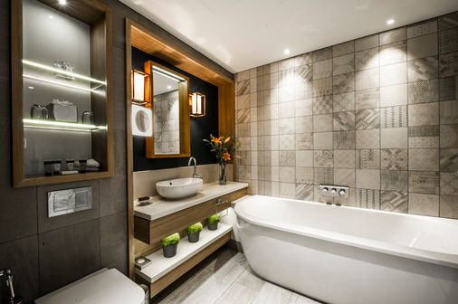 leonardo-1113182-Mews_Suite_Foxglove_Bathroom_S-image.jpg