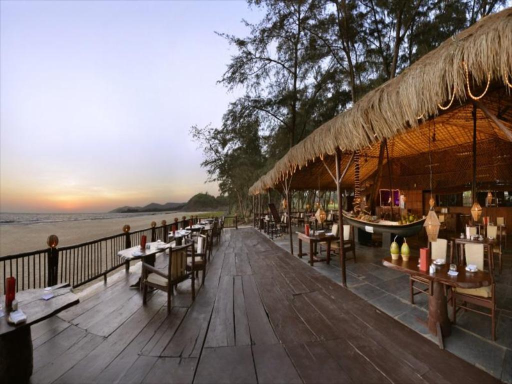 Beach bar LaLiT Golf & Spa Resort, Goa, India