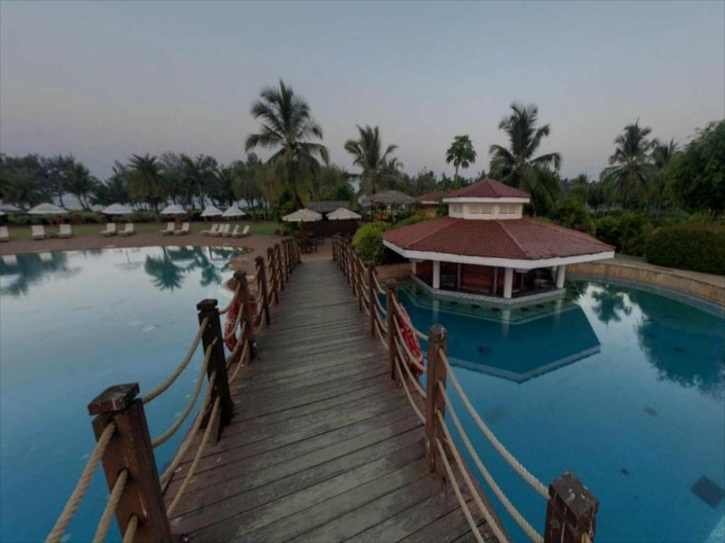 The pool at LaLiT Golf & Spa Resort, Goa, India
