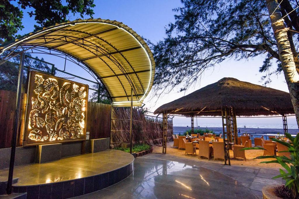 Beach Restaurant Beleza By The Beach Resort