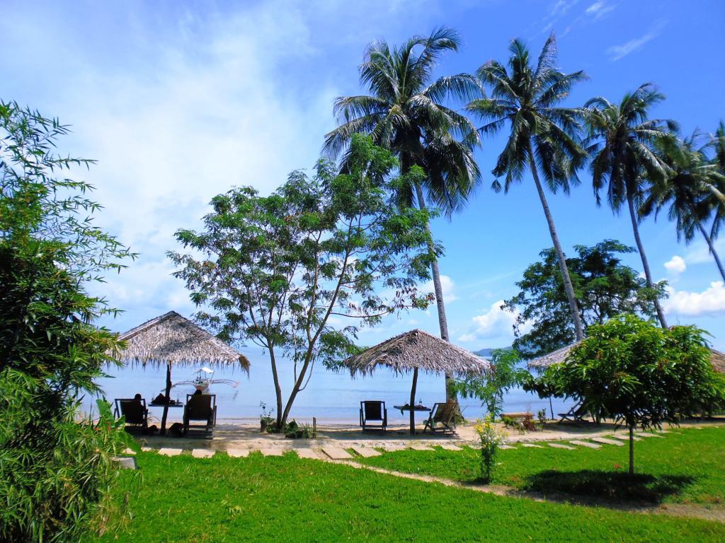 Tapik Beach Park Guest House El Nido, Palawan, Philippines