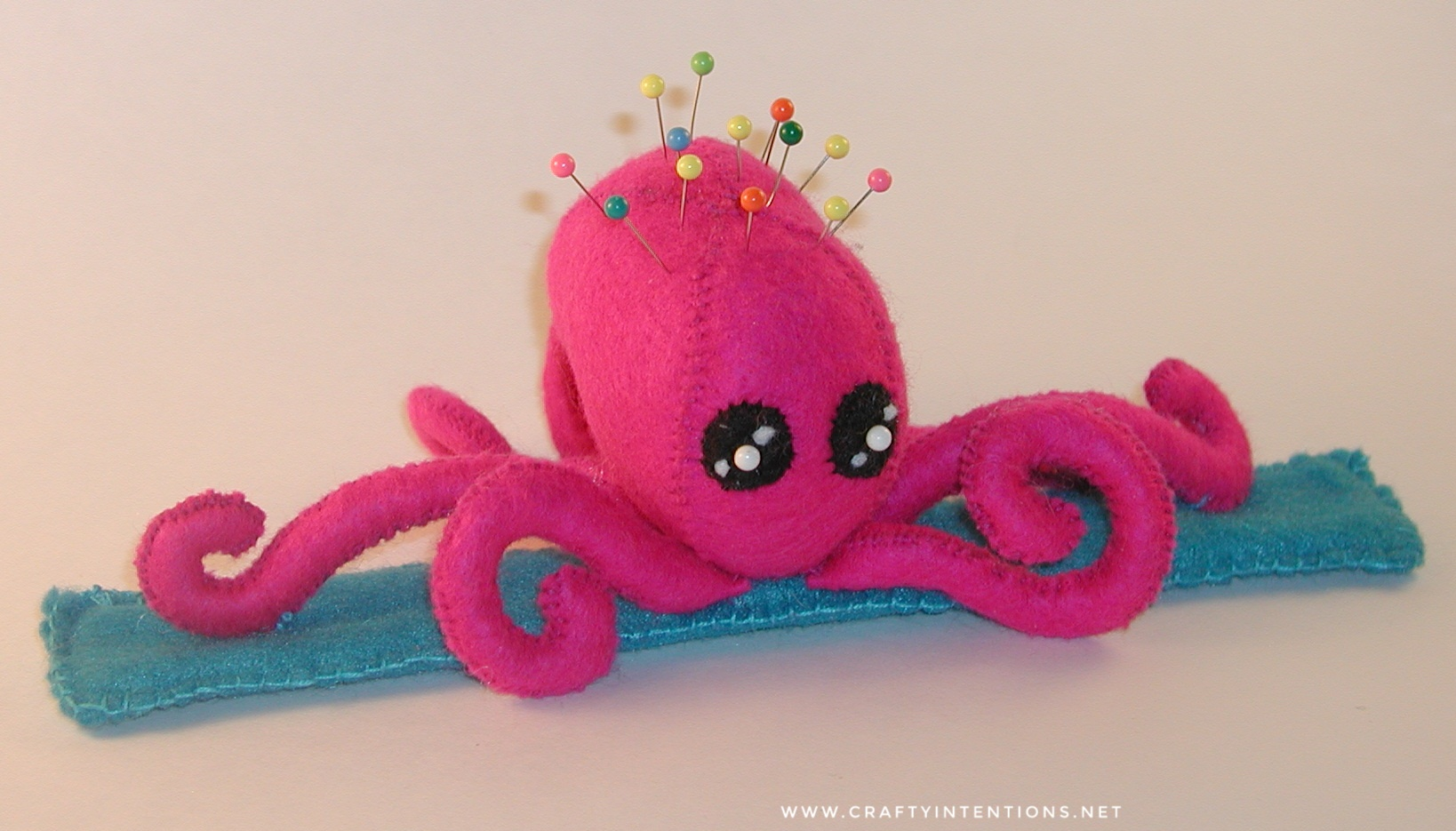 2009 Pink Octopus Snap Bracelet Pincushion-01.jpeg