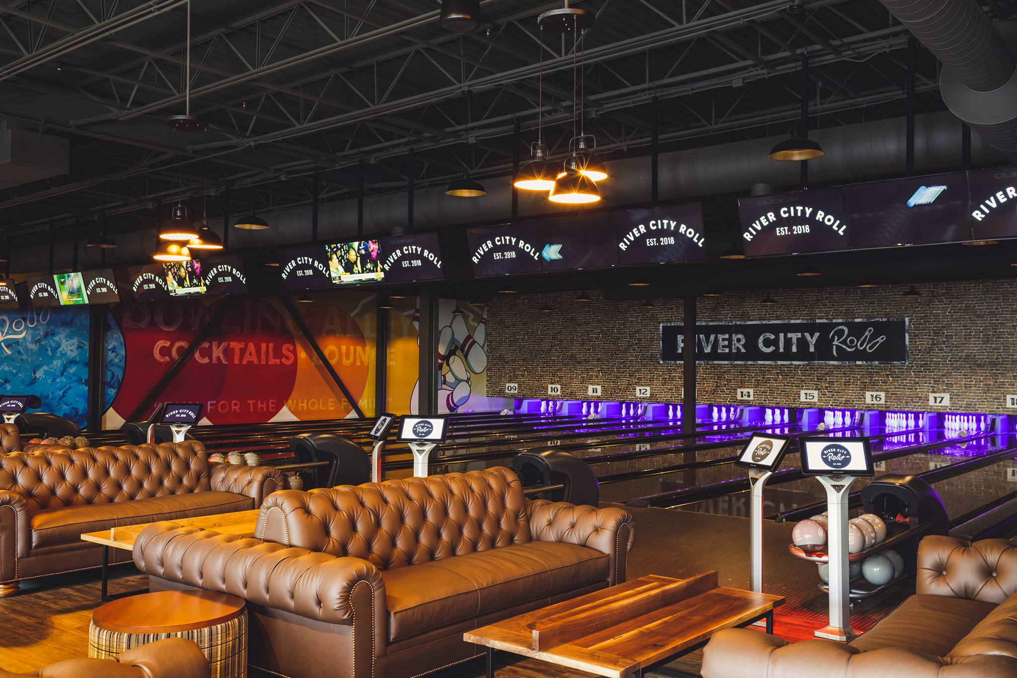RICHMOND'S BOUTIQUE BOWLING ALLEY & ENTERTAINMENT VENUE - River City Roll is Richmond, Virginia's premier boutique bowling alley, with 20 lanes for bowling, complimentary tabletop shuffle board, skee-ball, featuring live music every Thursday, Friday and Saturday.