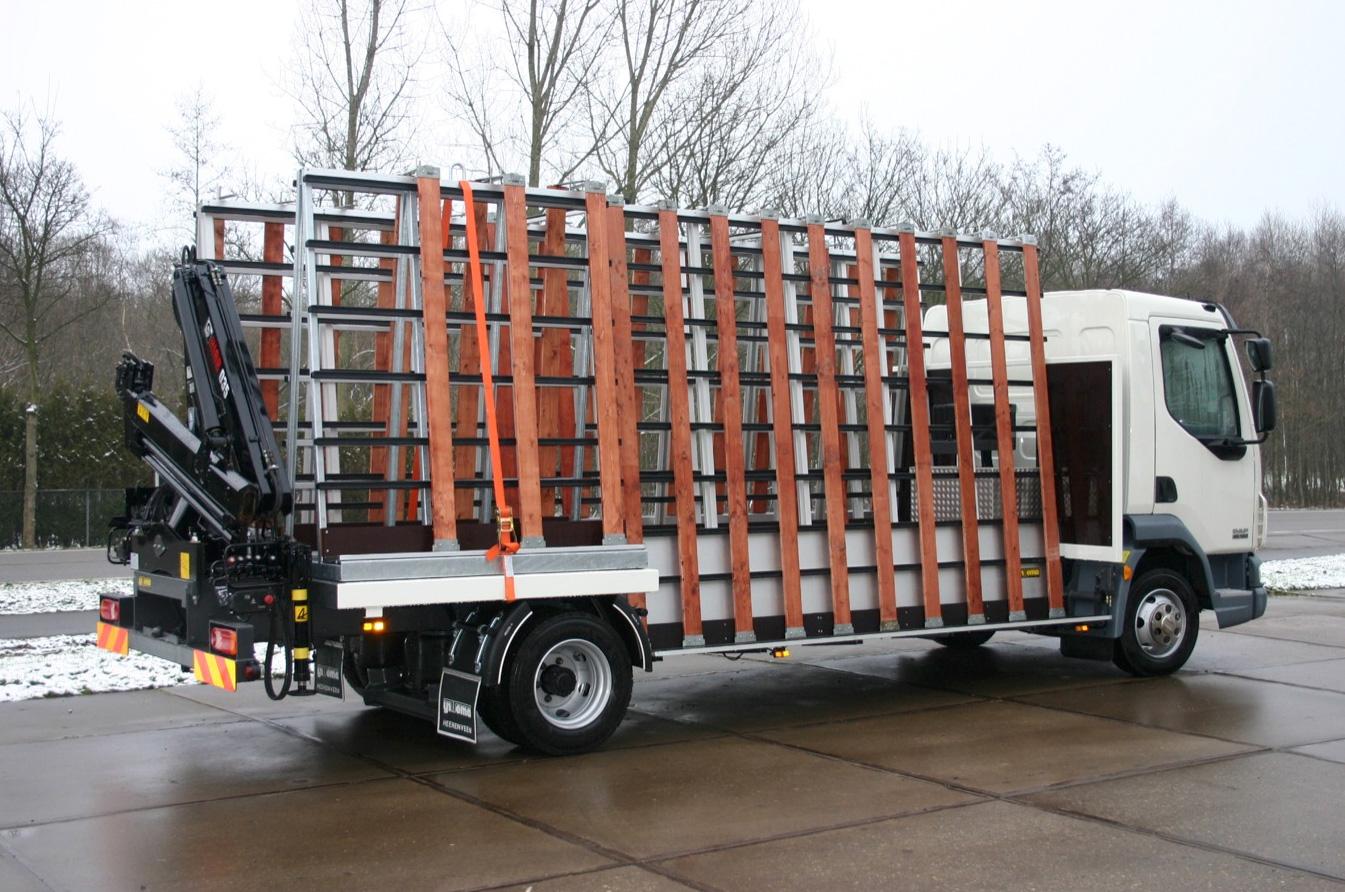 Carrosserie speciaal voor glastransport - open met laad en loskraan- 500kb.jpg