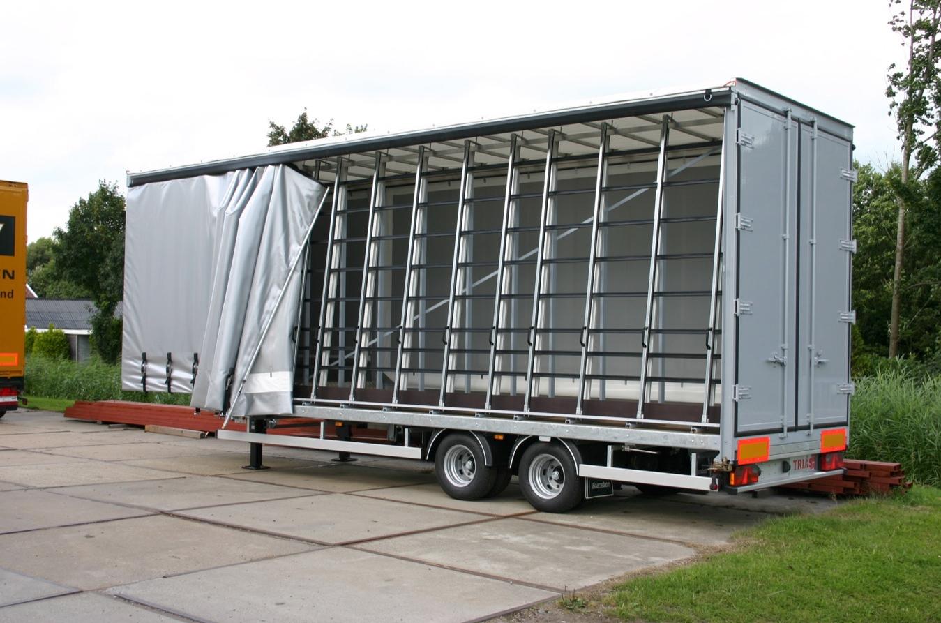 Carrosserie speciaal gebouwd voor glastransport. Met schuifzeilen en achterdeuren- 500kb.jpg