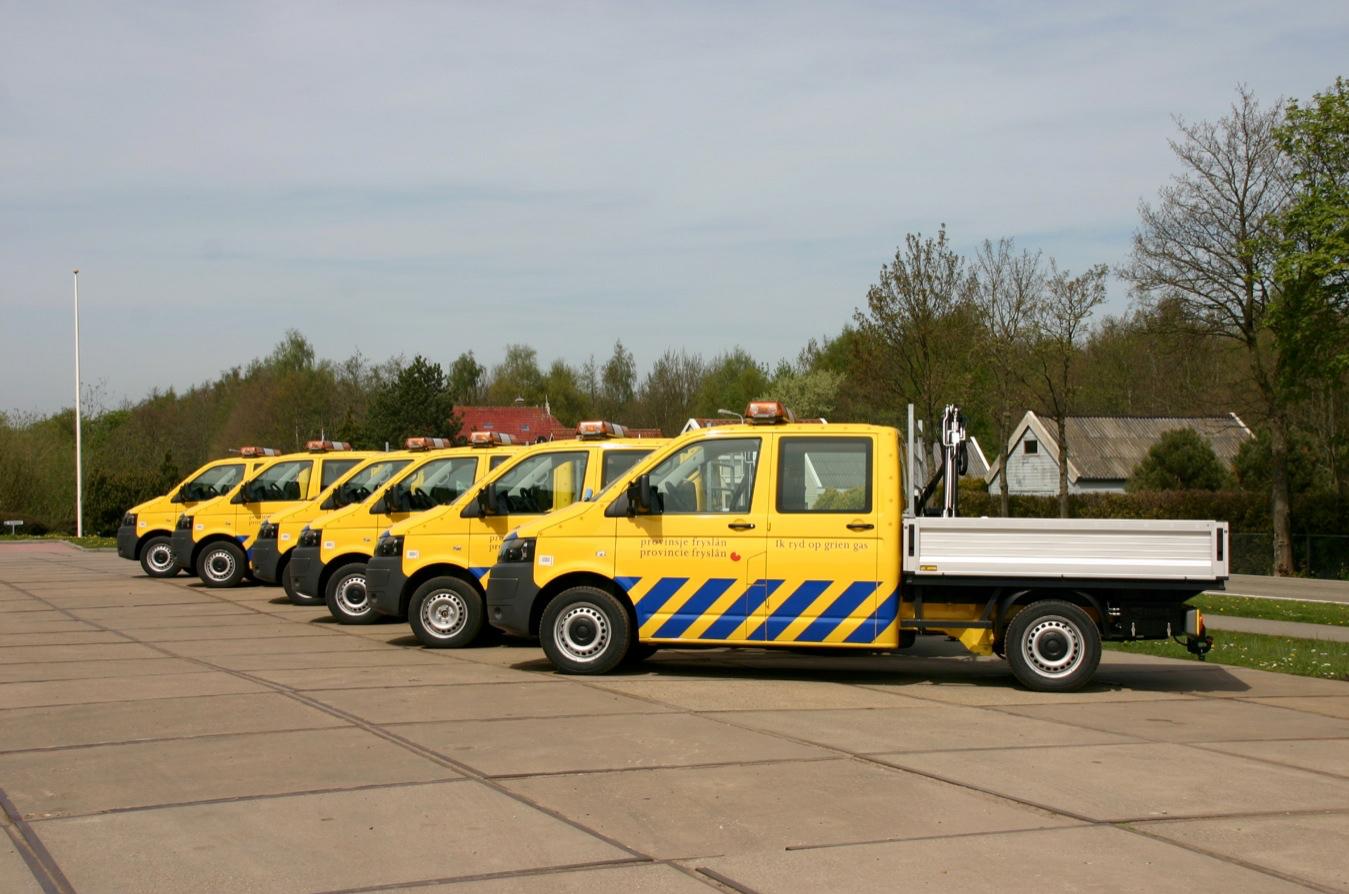 Provincie Fryslan serie bedrijfswagens met open laadbak en laad en loskraan.jpg