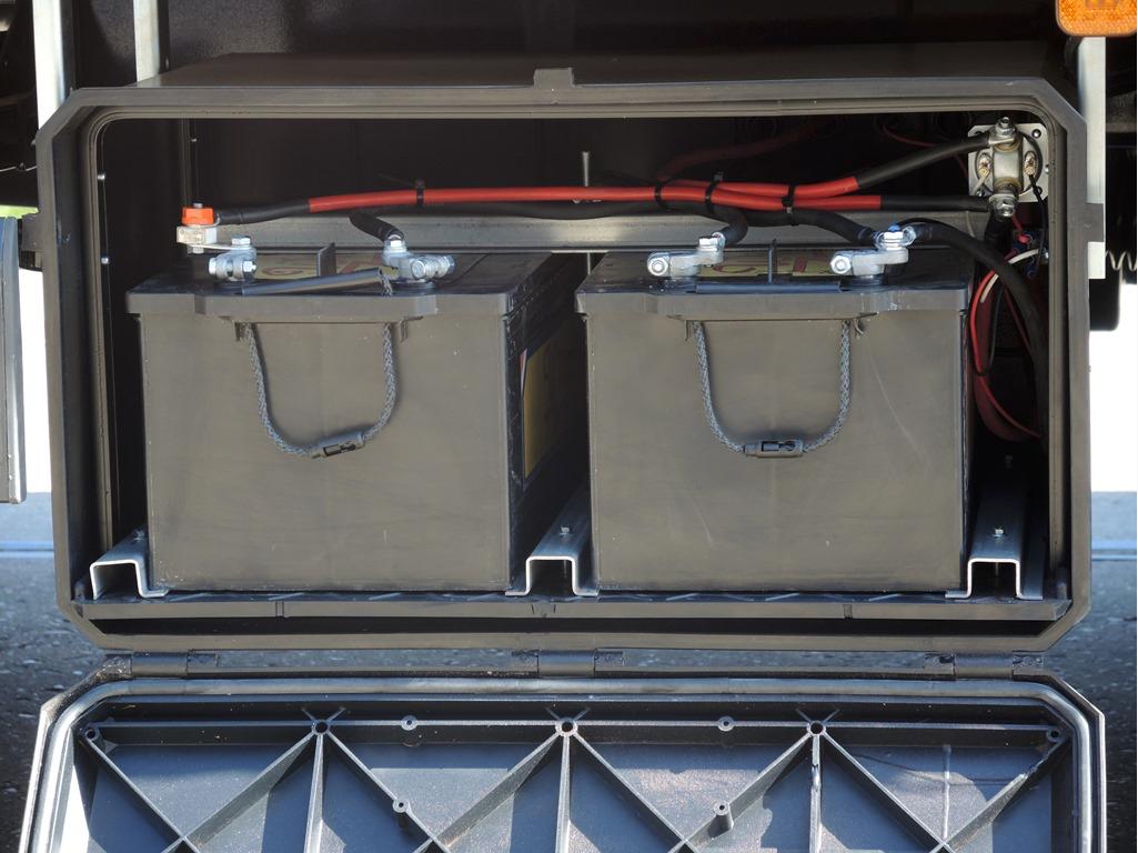 Gesloten carrosserie met aan 1 zijde schuifkleed voor Hoekstra Sneek (6 van 6).jpg