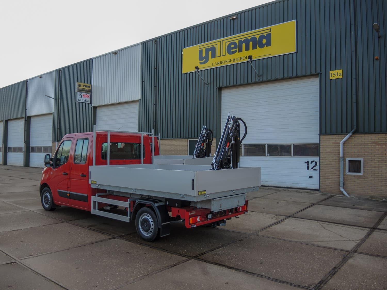 Renault Master open laadbak met HIAB kraan en hijslier