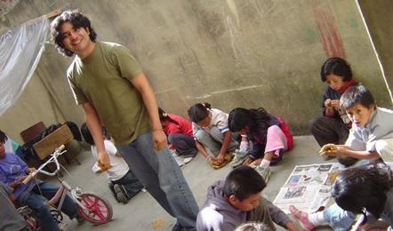 Nuestras primeros pasos, Barrio Bella Flor 2005.