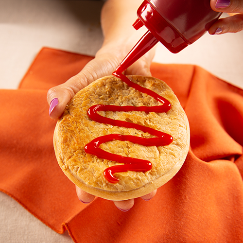Boomerangs_FoodStylingPhotography_AussiePiewithKetchup.png