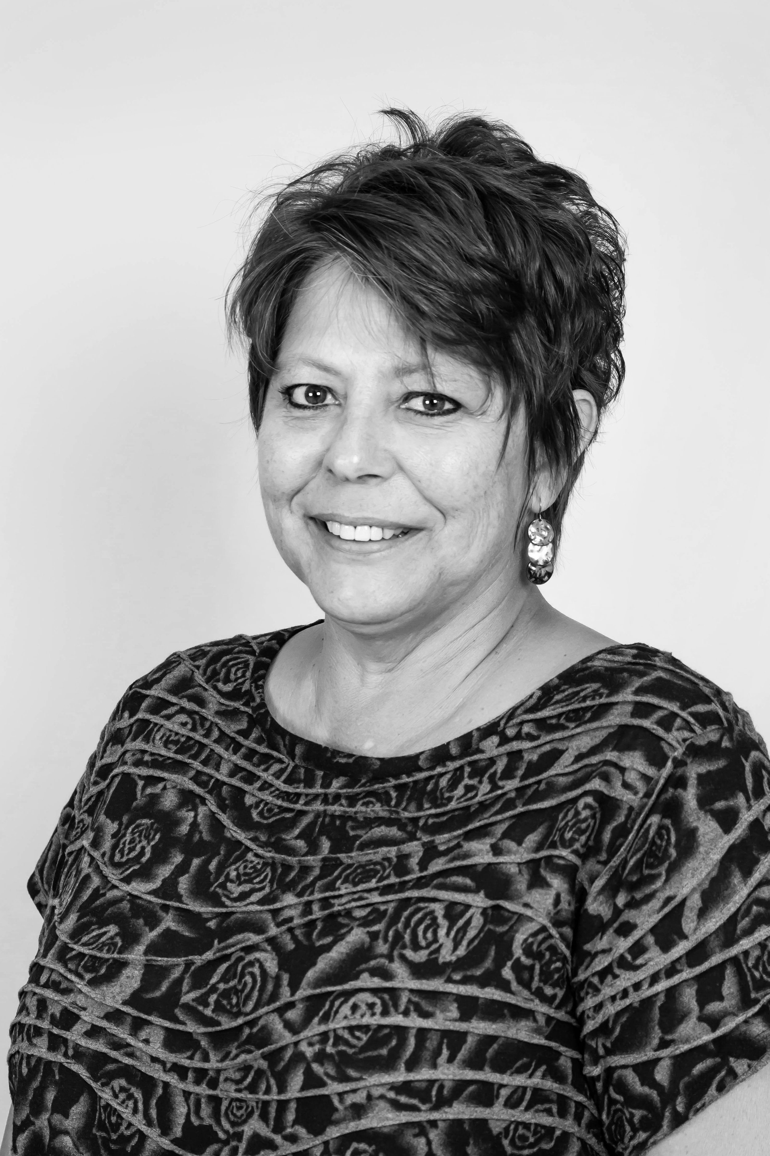 ROBIN FLANNIGAN    BOOKKEEPER   Robin has over 20 years of bookkeeping experience in the single-family and multi-family construction industries. Her knowledge and expertise helps keep Team C Construction's financials pristine.