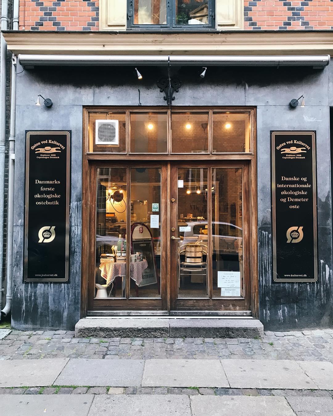 Butikken - Osten ved Kultorvet står for økologi, en oplevelse og god ost som det nu engang skal smage.