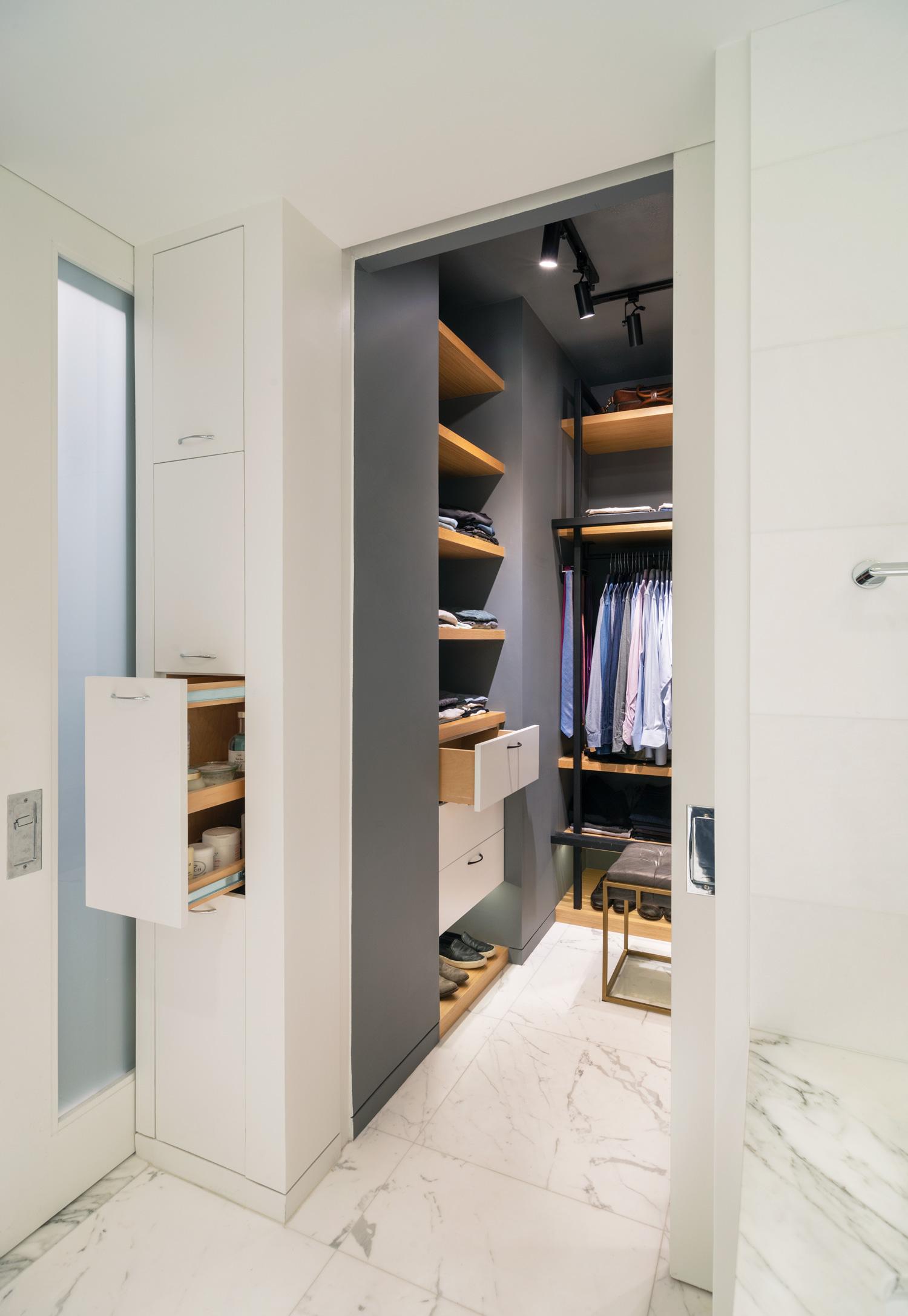 new-york-architect-adi-gershoni-master-bathroom-8.jpg