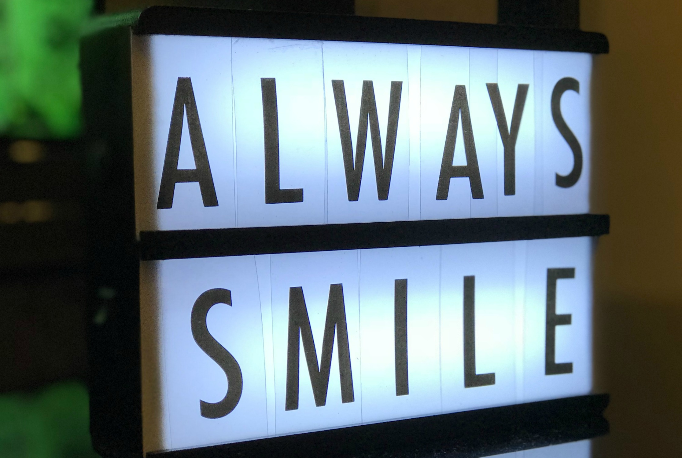 sign-glowingsmile.jpg