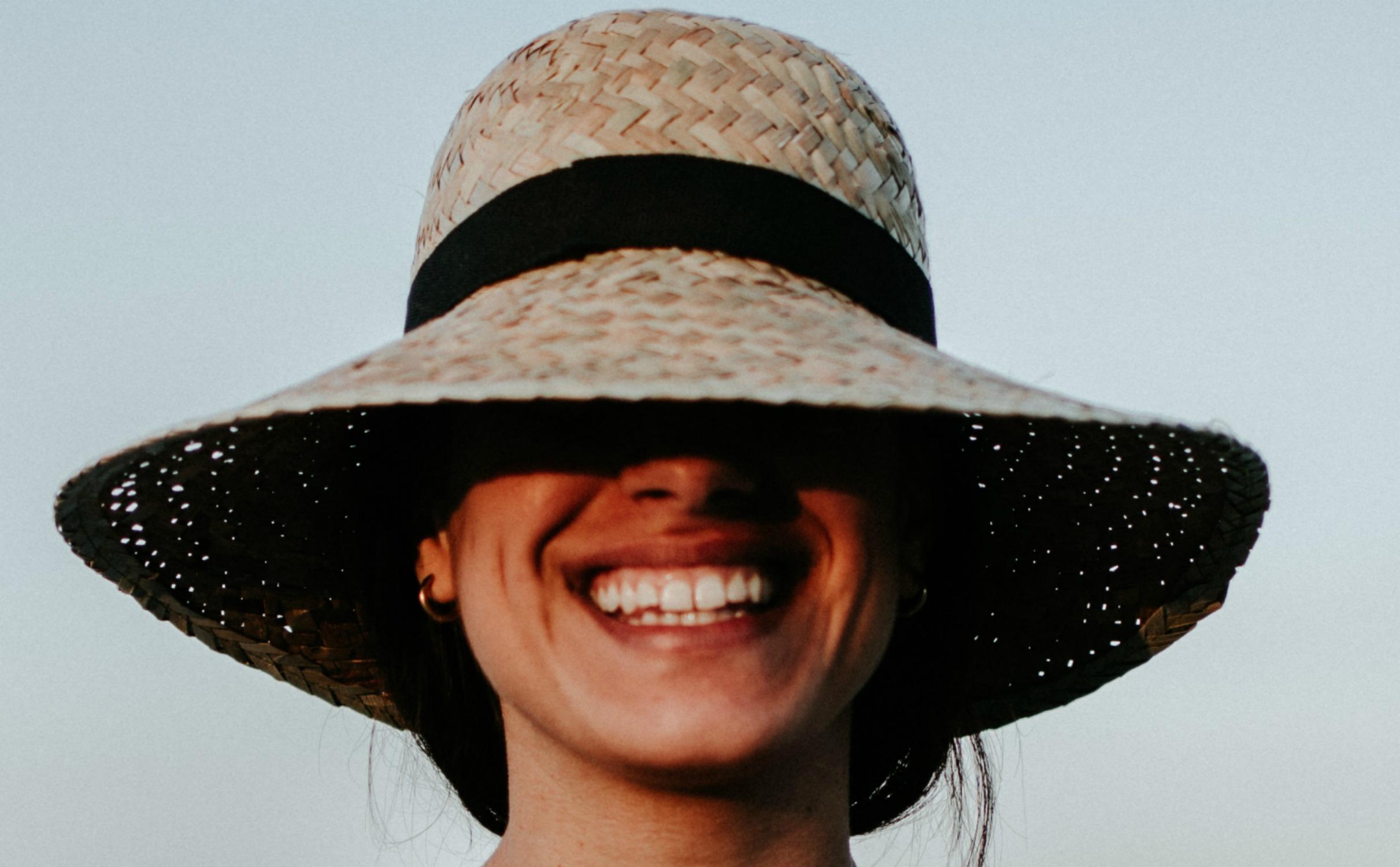 smile-ladyhat.jpg