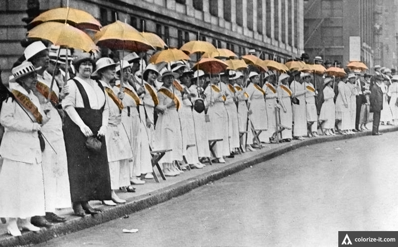 (The St. Louis Equal Suffrage League lined up on Golden Lane in 1916.)