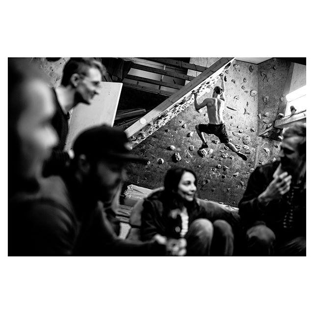 Klubben.  #photojournalism #climbing #odense #moonboard #blackandwhite #bouldering #35mm #nikon