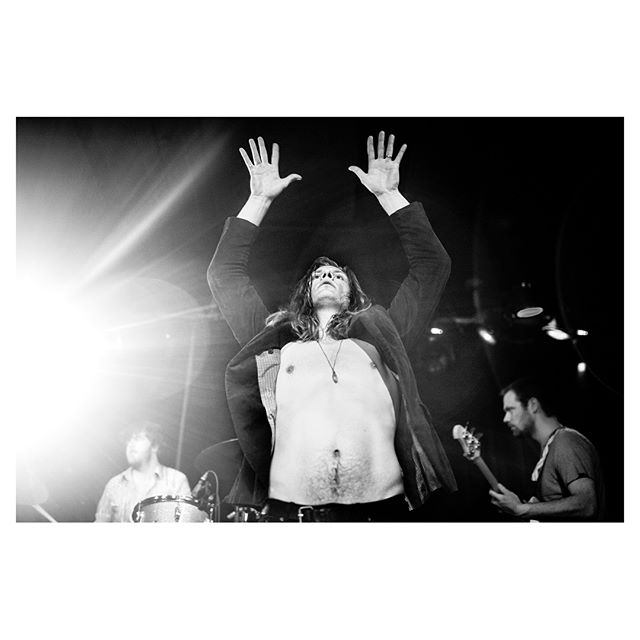 Fribytterdrømme på Kulturmaskinen.  @fribytterdroemme @kulturmaskinen #photojournalism #blackandwhite #concert #flash #leica #nikon