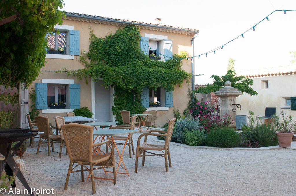 Le-Domaine-Saint-Jean-courtyard-view-1024x680.jpg