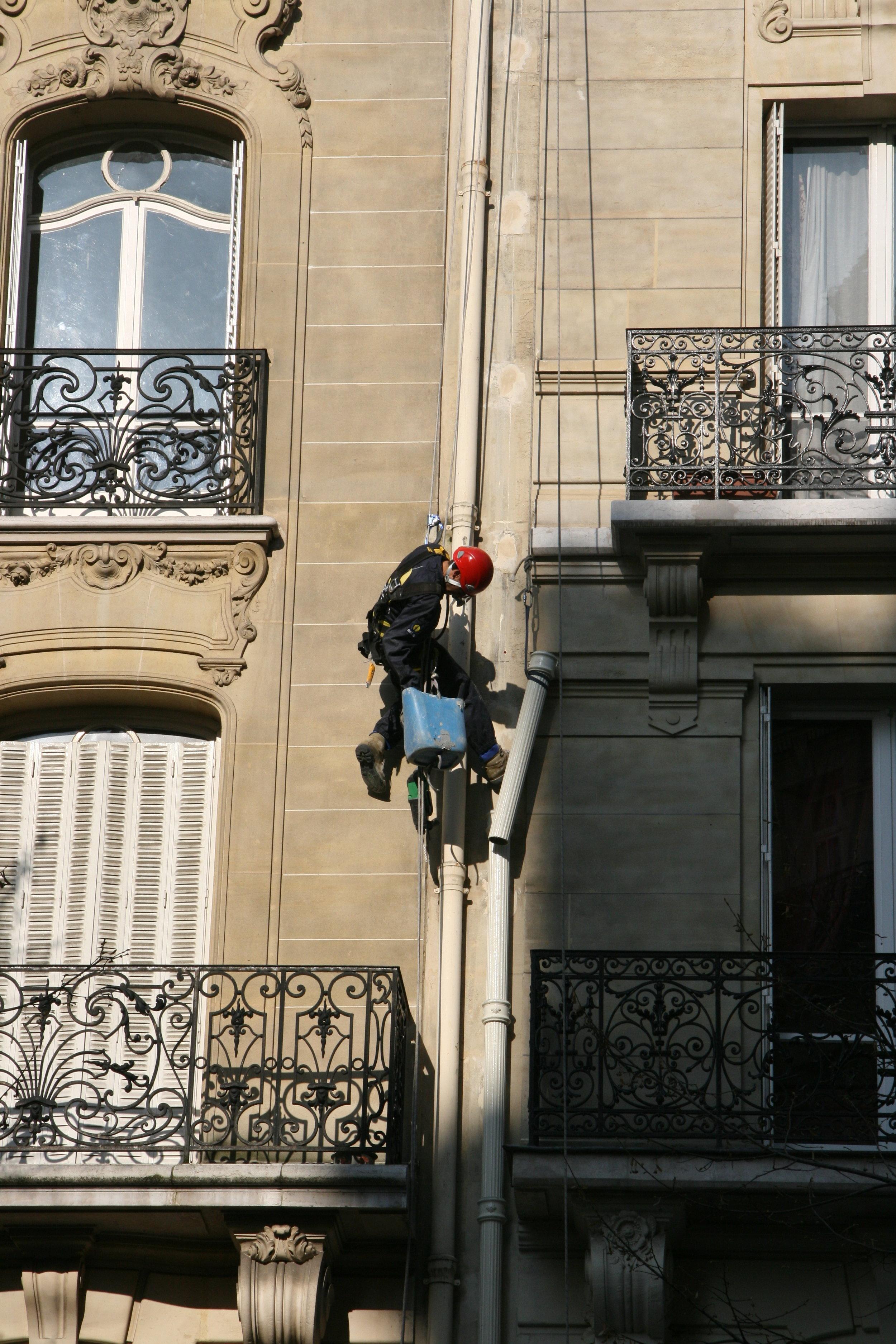 Fonte cannelée - Rue Mozart 6.JPG