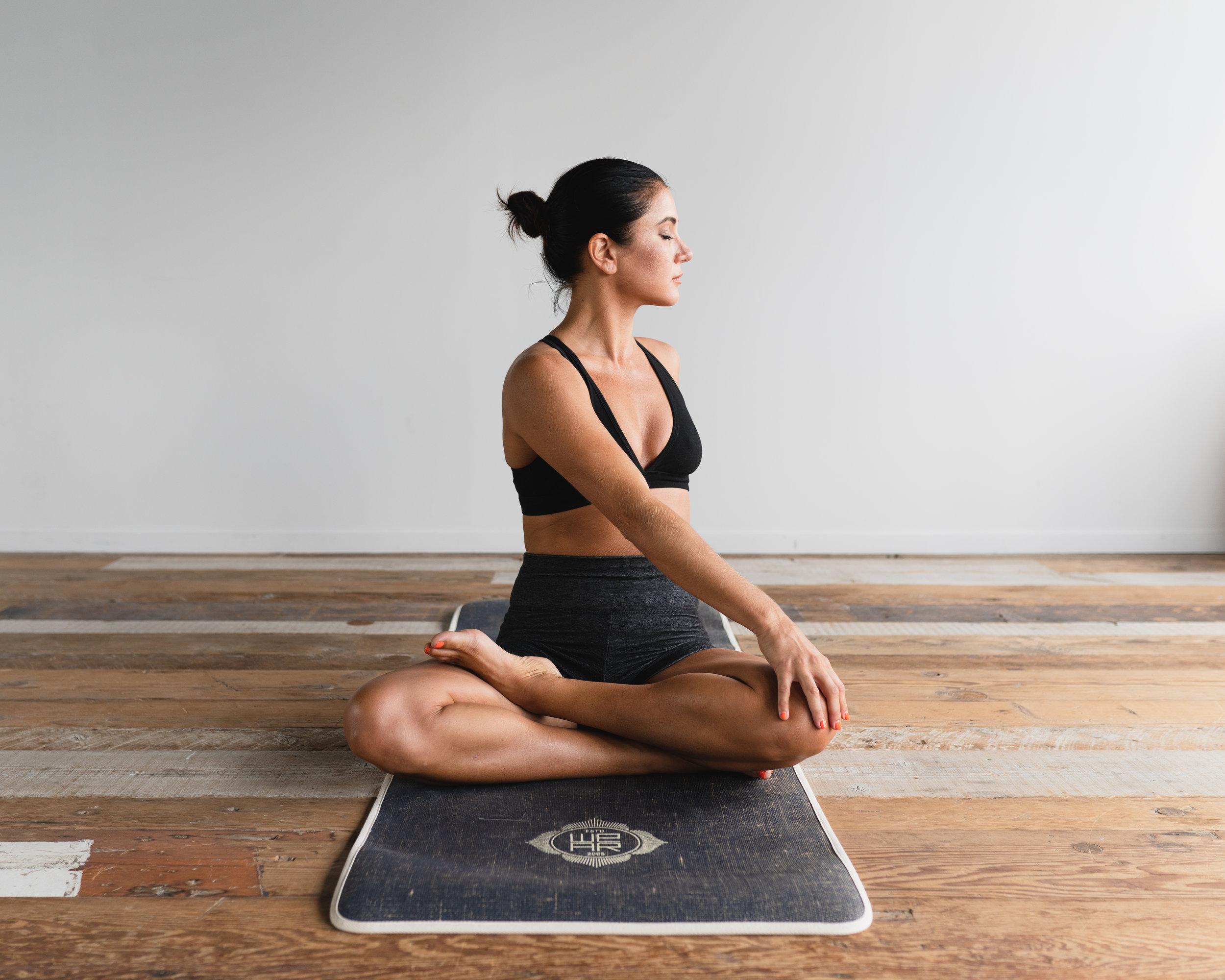YOGA - Cours de yoga quotidien optionnel. Les avantages sont une flexibilité accrue, une force et un tonus musculaires, de l'énergie et de la vitalité.