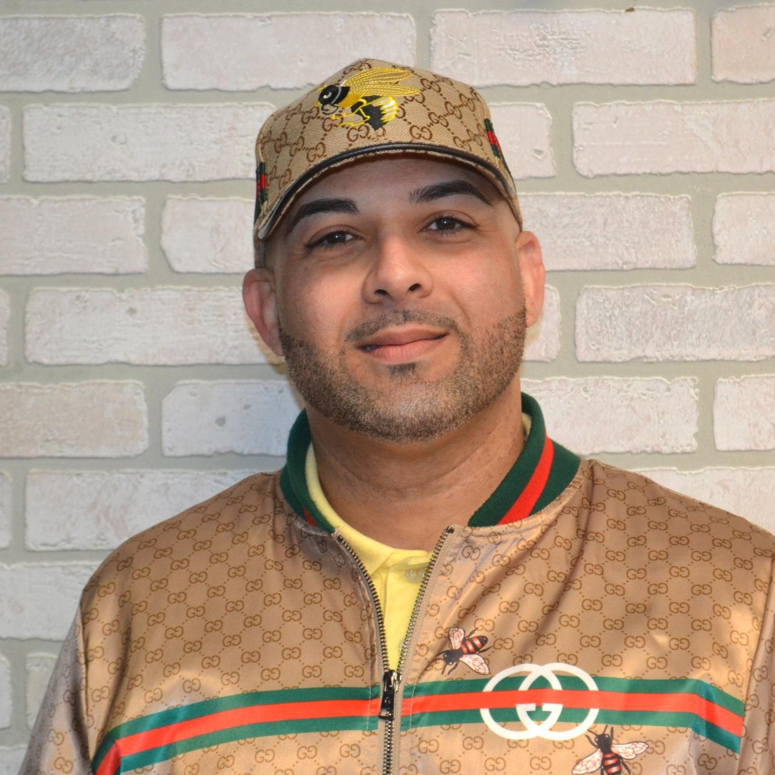 Luis Gonzalez - Barber