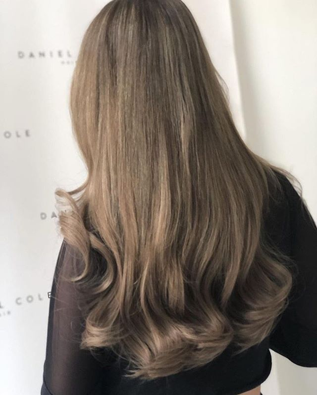 STENNIES  love Georgia's new @angelslocks la weave and we changed her colour from dark brown to a natural ash balayage #balayage #essexhairdresser #extensions #hairstyles #balayageombre