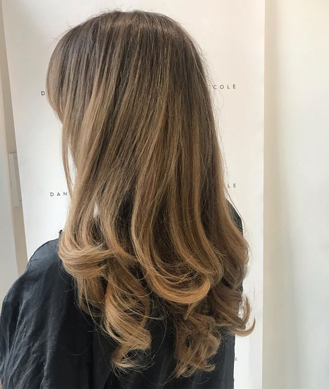 Soft blend balayage by Dan & blowdry by George 😍 #balayagehighlights #balayage #essexhairdresser #hairstyles #blowdry #boucnyblowdry #essexblowdry