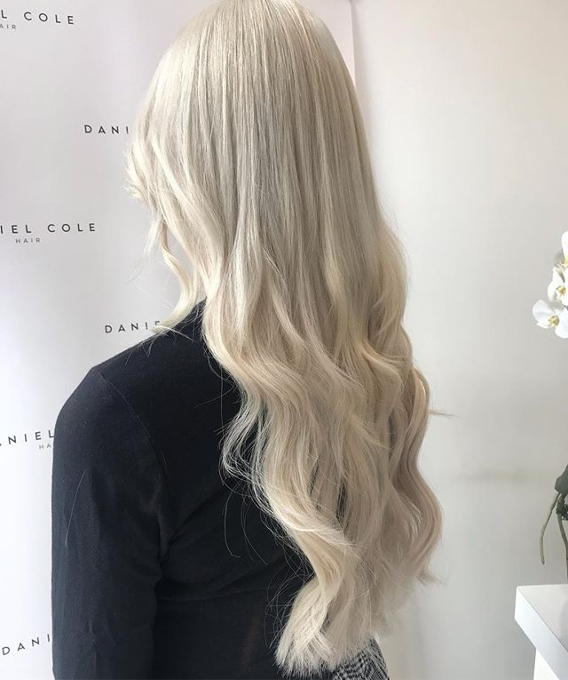 Ice queen ❄️ full head scalp bleach, toner and cut by Dan! #ice #iceblonde #hairextensions #extensions #blowdry #waves #essexhairdresser #essexhairstylist #hairextensionsessex #essexhairsalon