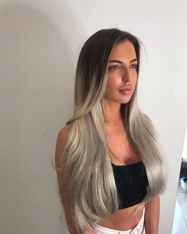 How amazing does @holliebridgee new 24 inch russian weave look. @iconsalonproductsuk  Colour and extensions all done by dan. Call now for a free consultation 02079986800. #extensions #organic #organiccolour #essex #hairstyles #haircolorist