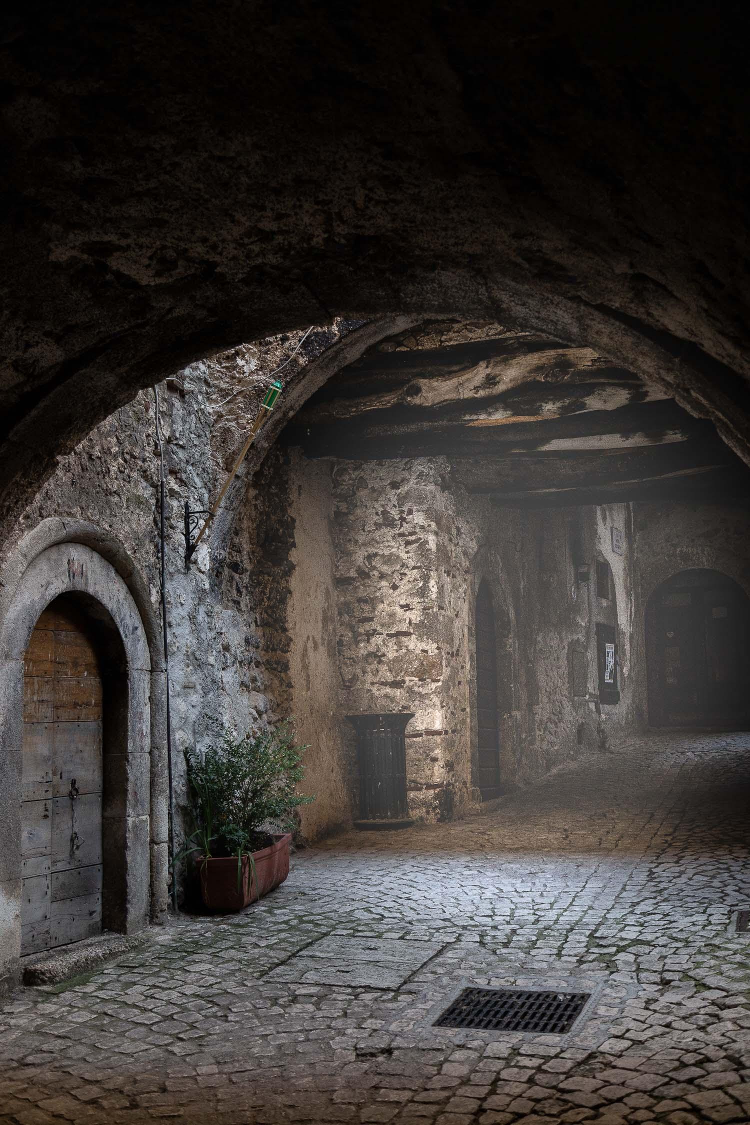 Santo-Stefano-di-Sessanio-streets-Abruzzo-5655.jpg