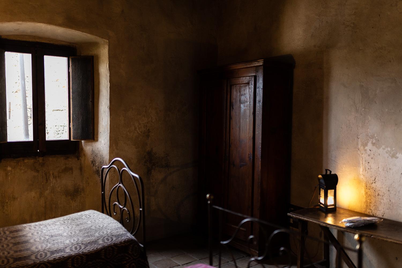 Sextantio-Albergo-Diffuso-twin-bedroom-Abruzzo-5556.jpg
