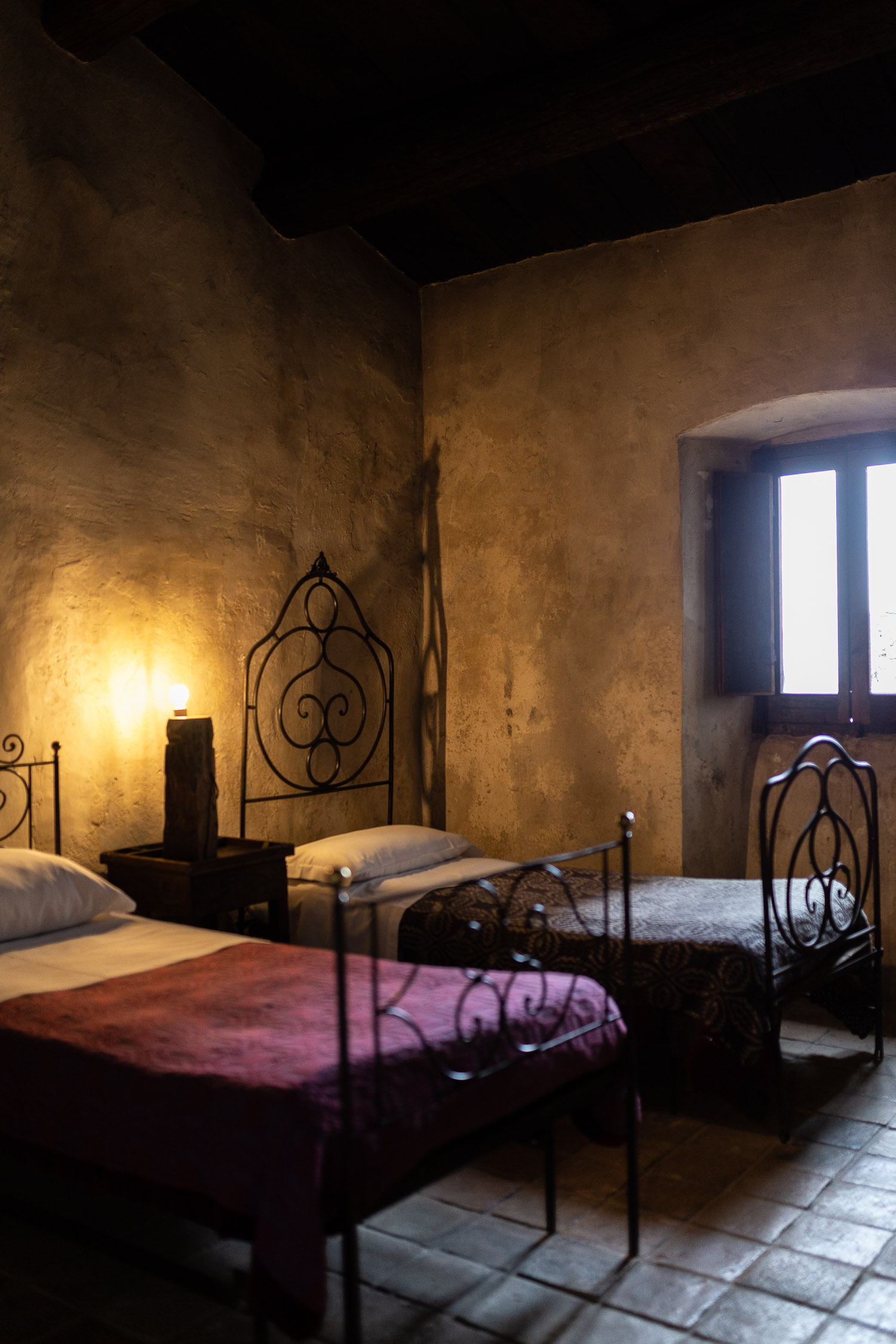 Sextantio-albergo-Diffuso-twin-bedroom-Abruzzo-5546.jpg