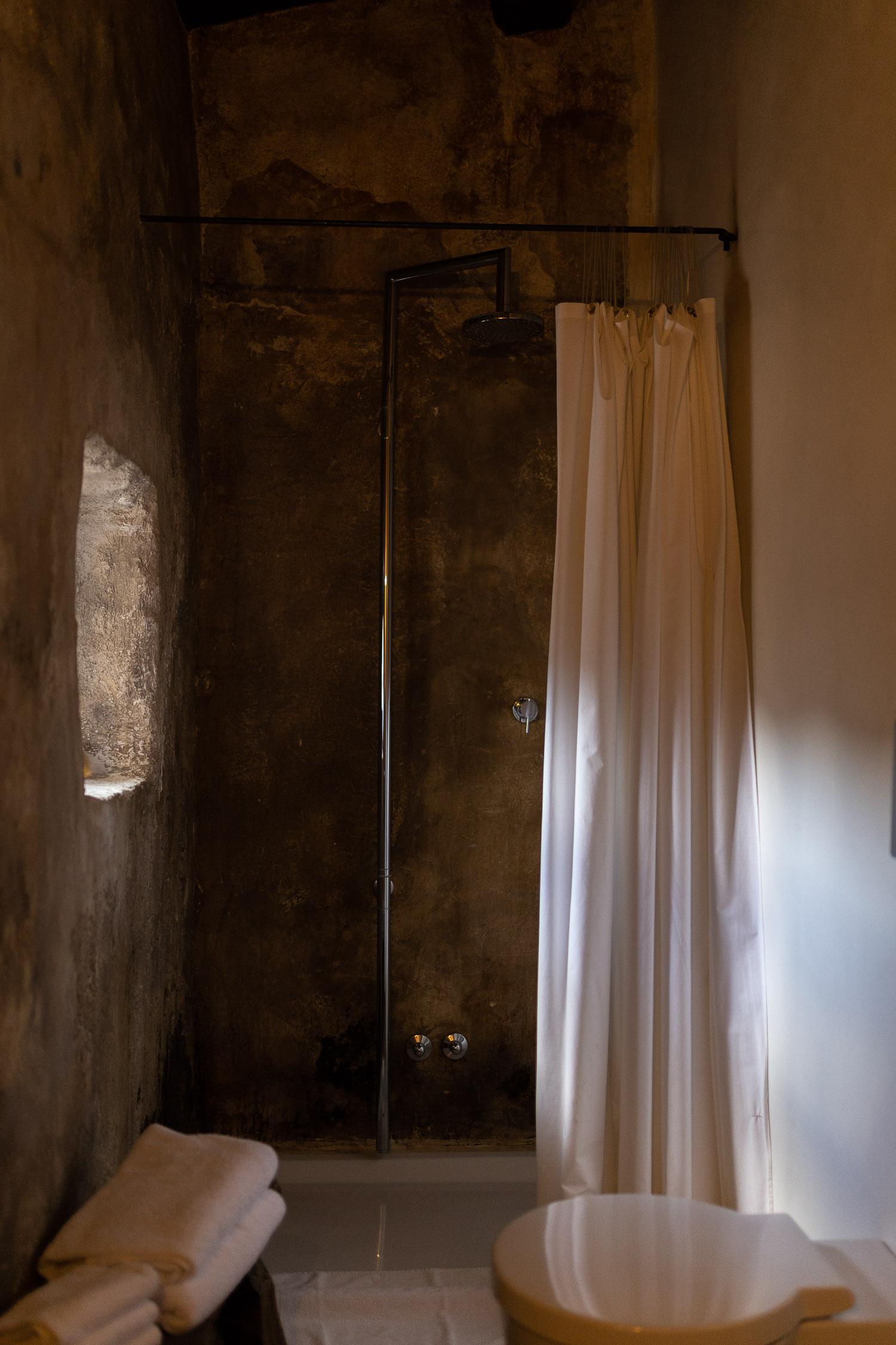 Sextantio-Albergo-Diffuso-bathroom-Abruzzo-5548.jpg
