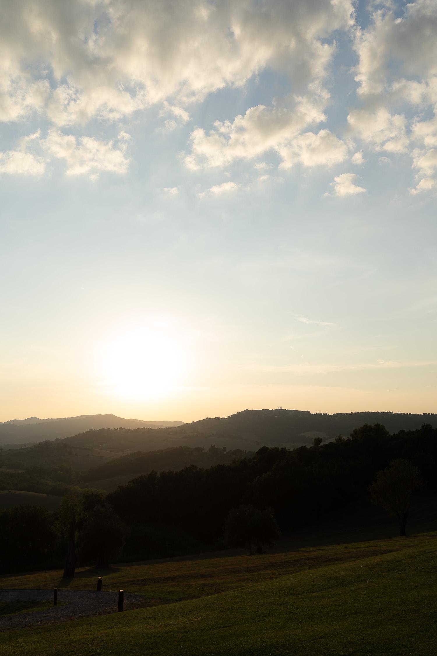 Tuscany-landscape-at-sunset-01862.jpg