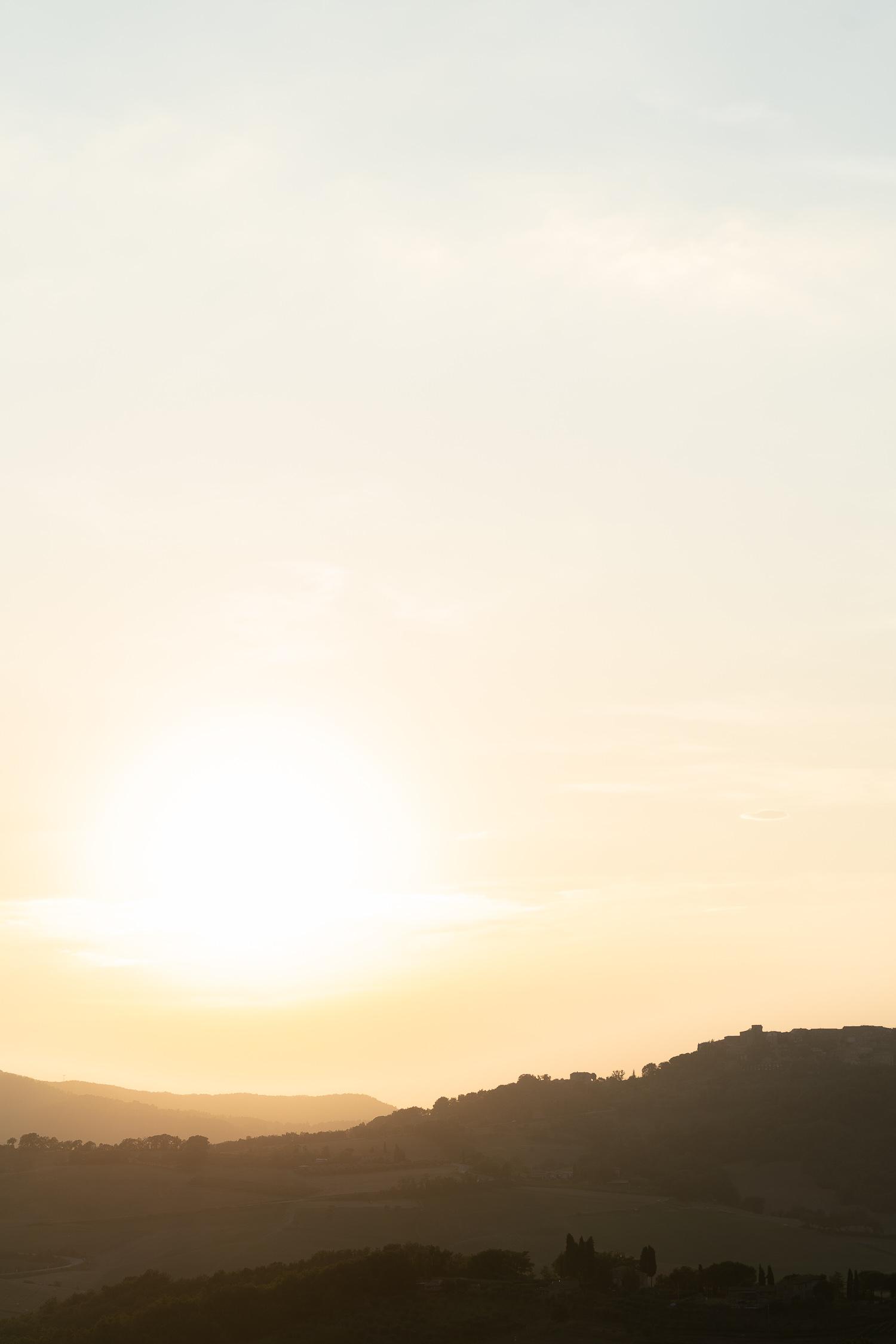 Tuscany-landscape-at-sunset-01877.jpg