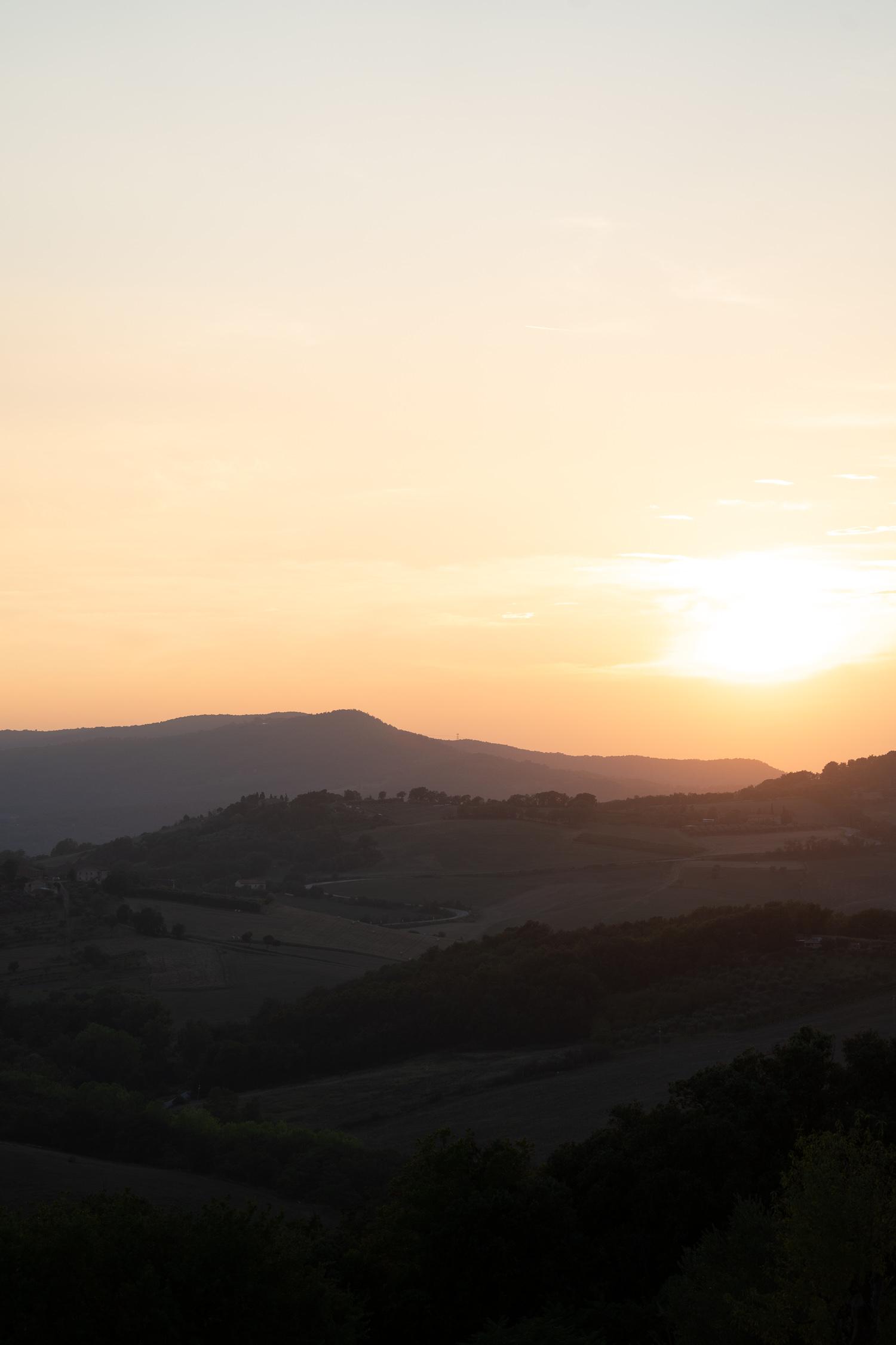Tuscany-landscape-at-sunset-01890.jpg