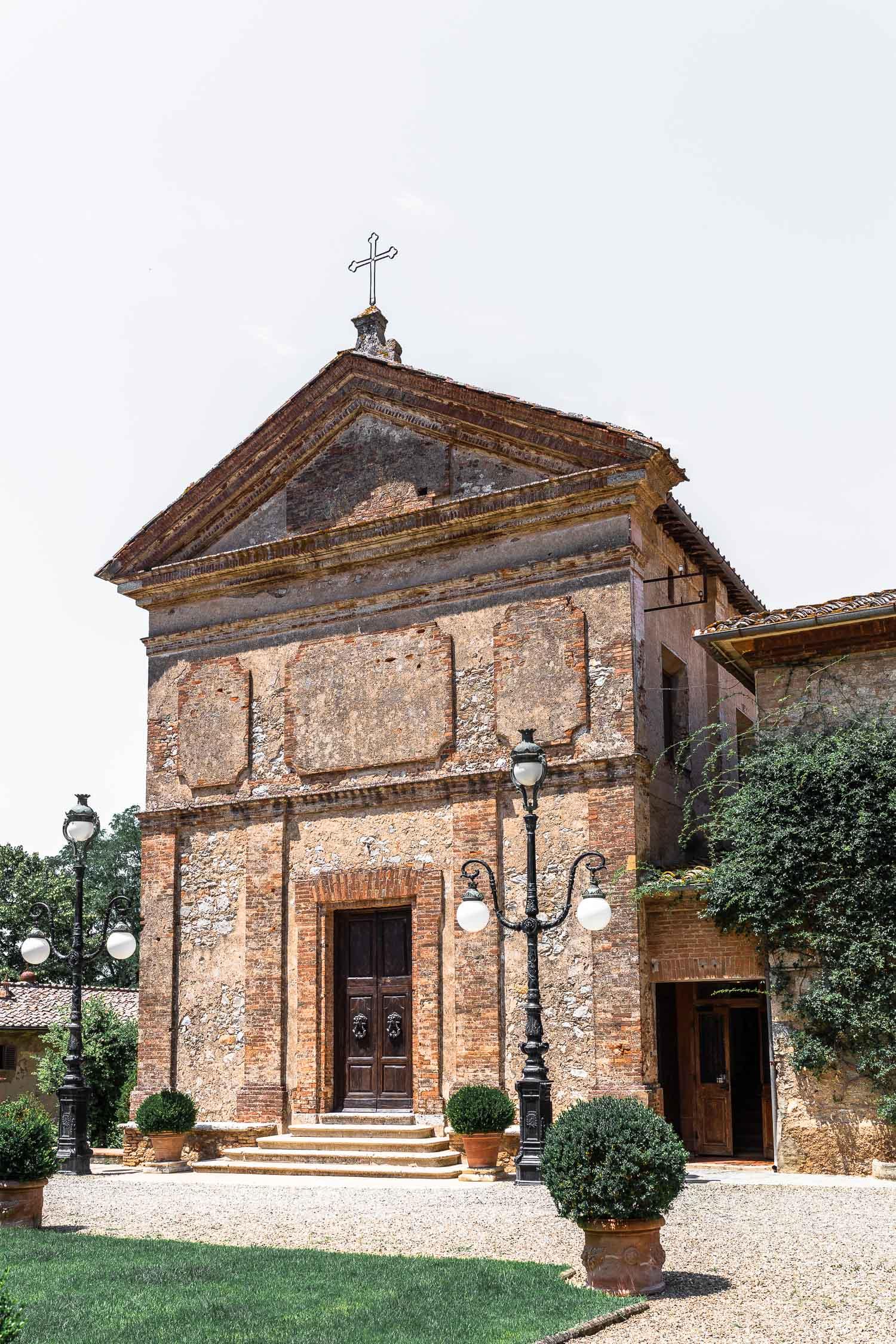 Tuscany-Relais-La-Suvera-Church-4737.jpg