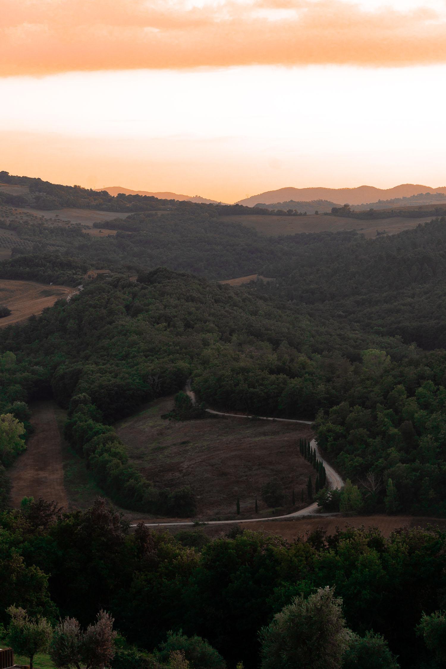 Tuscany-landscape-winding-road-01895.jpg
