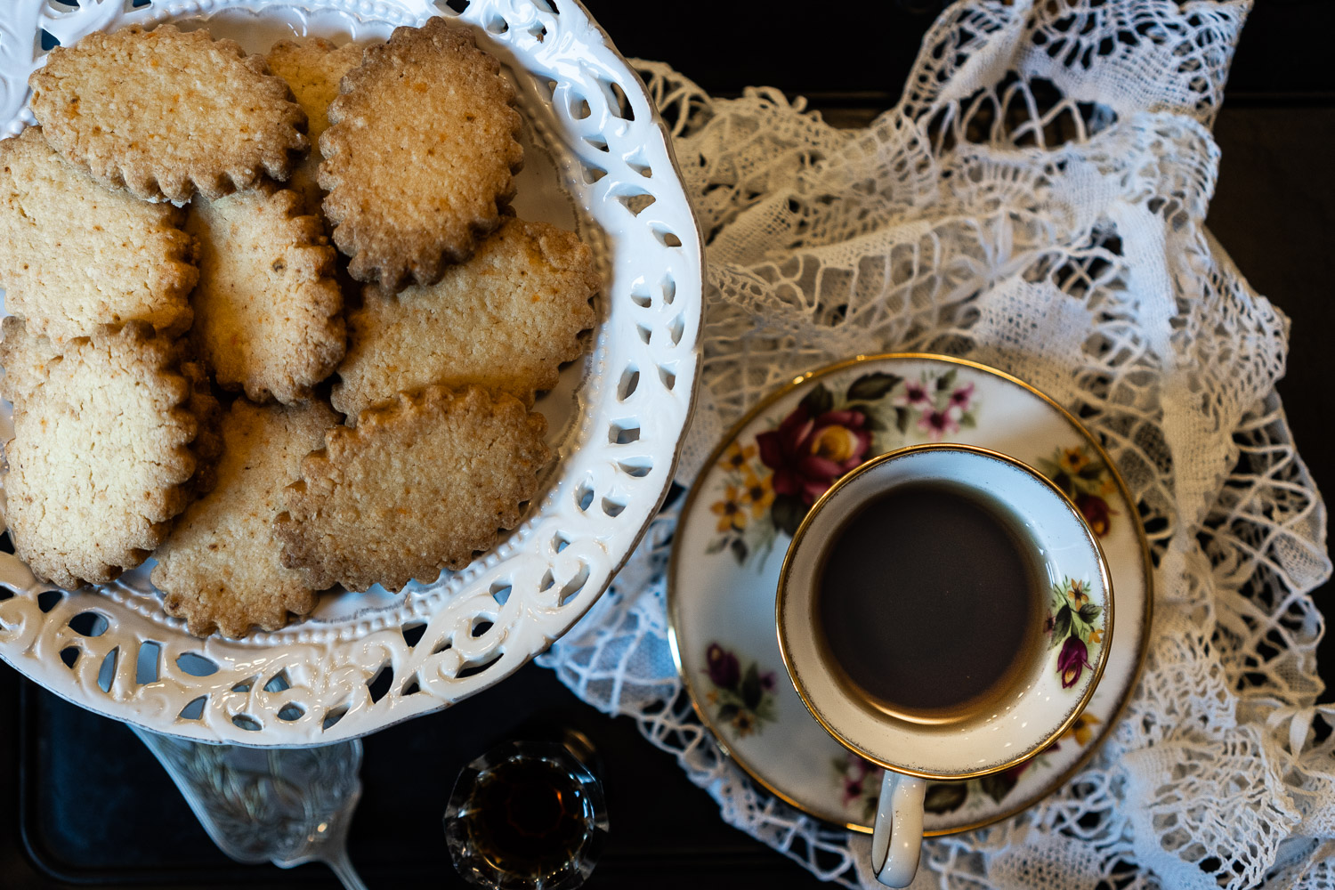 Ginger-and-Chilli-Biscuits-served-with-Masala-Chai-04043.jpg