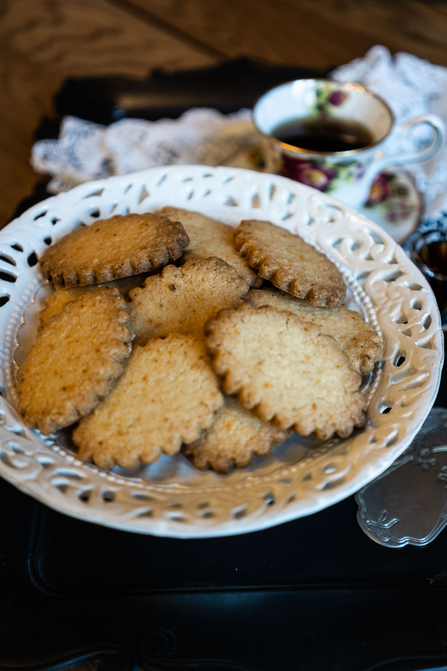Ginger-and-Chilli-Biscuits-served-with-Masala-Chai-04047.jpg