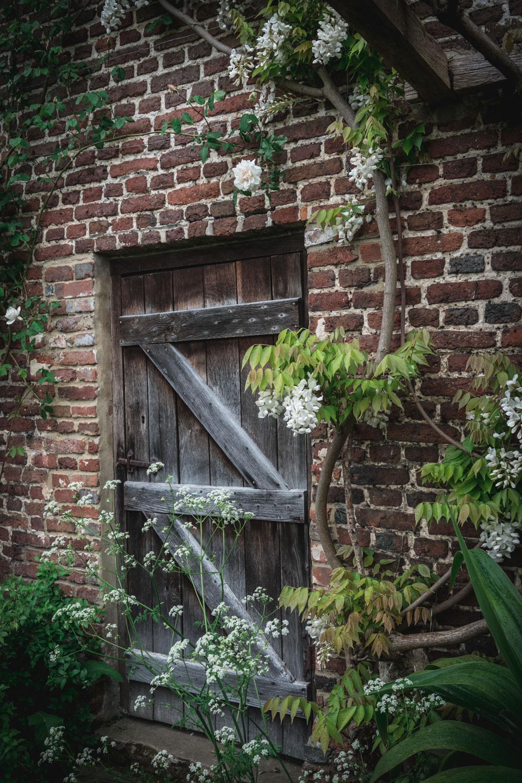Sissinghurst-Castle-Door-detail.jpg