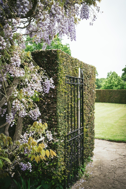 Bateman's-Manor-Rudyard-Kipling-formal-garden-entrance.jpg