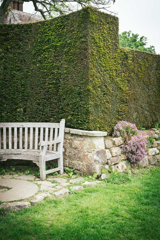 Bateman's-Manor-Rudyard-Kipling-garden-bench.jpg