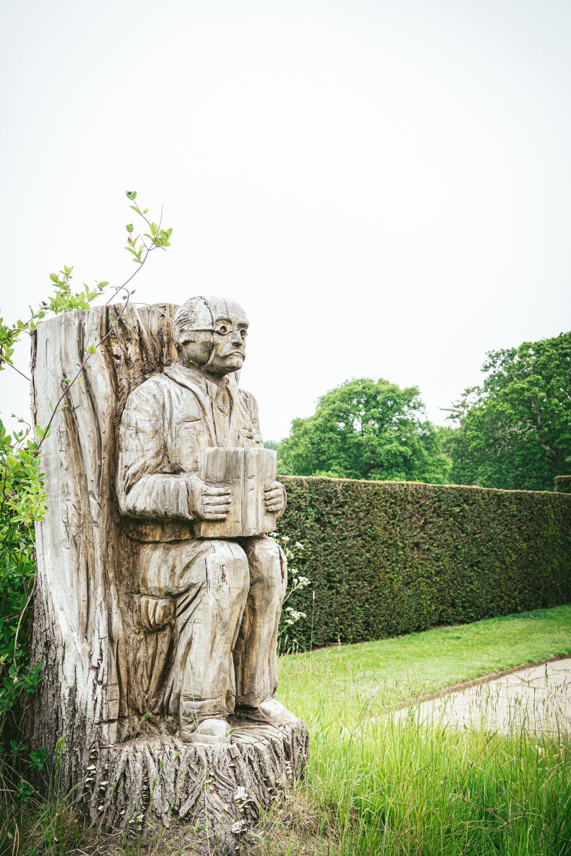 Bateman's-Manor-Rudyard-Kipling-Garden-Statue.jpg